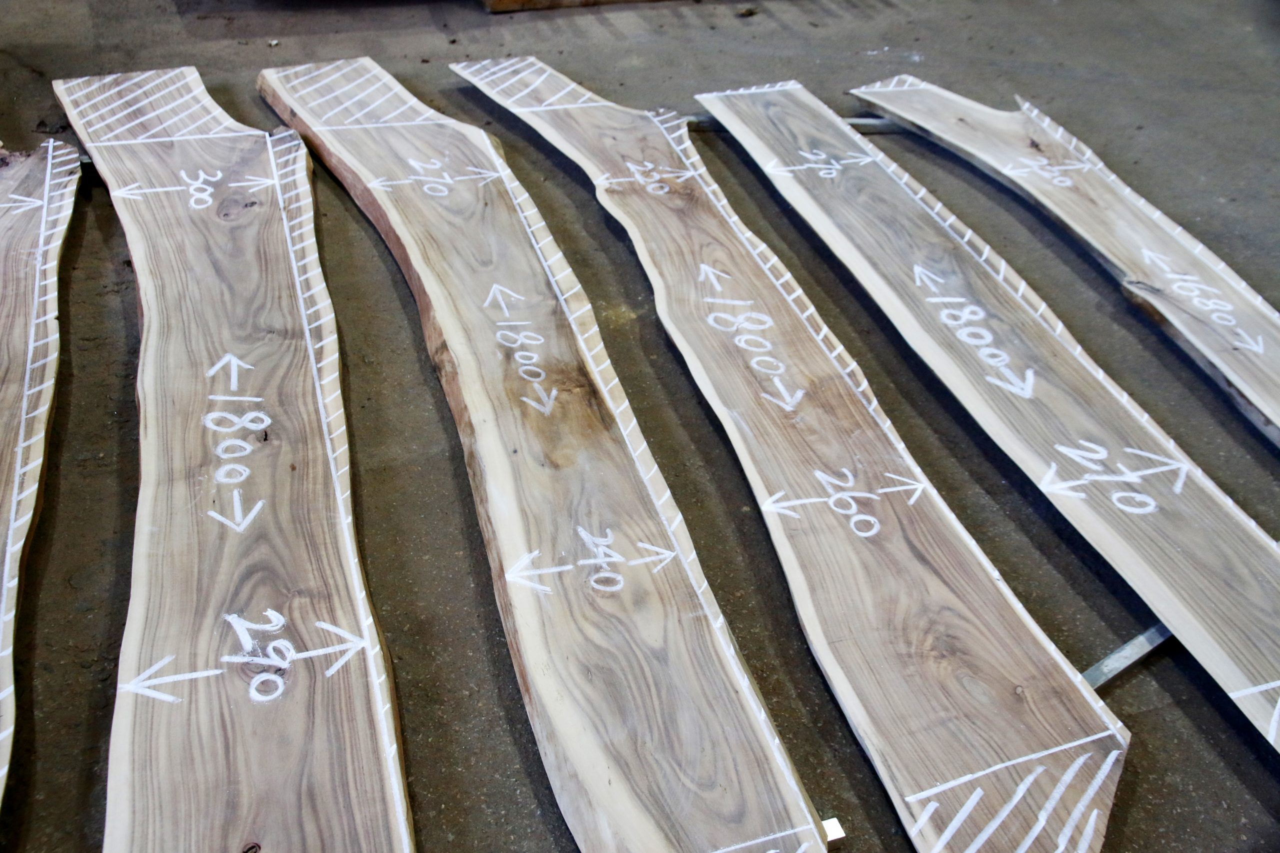 香港木庫 回收榻樹 造傢具 切木
