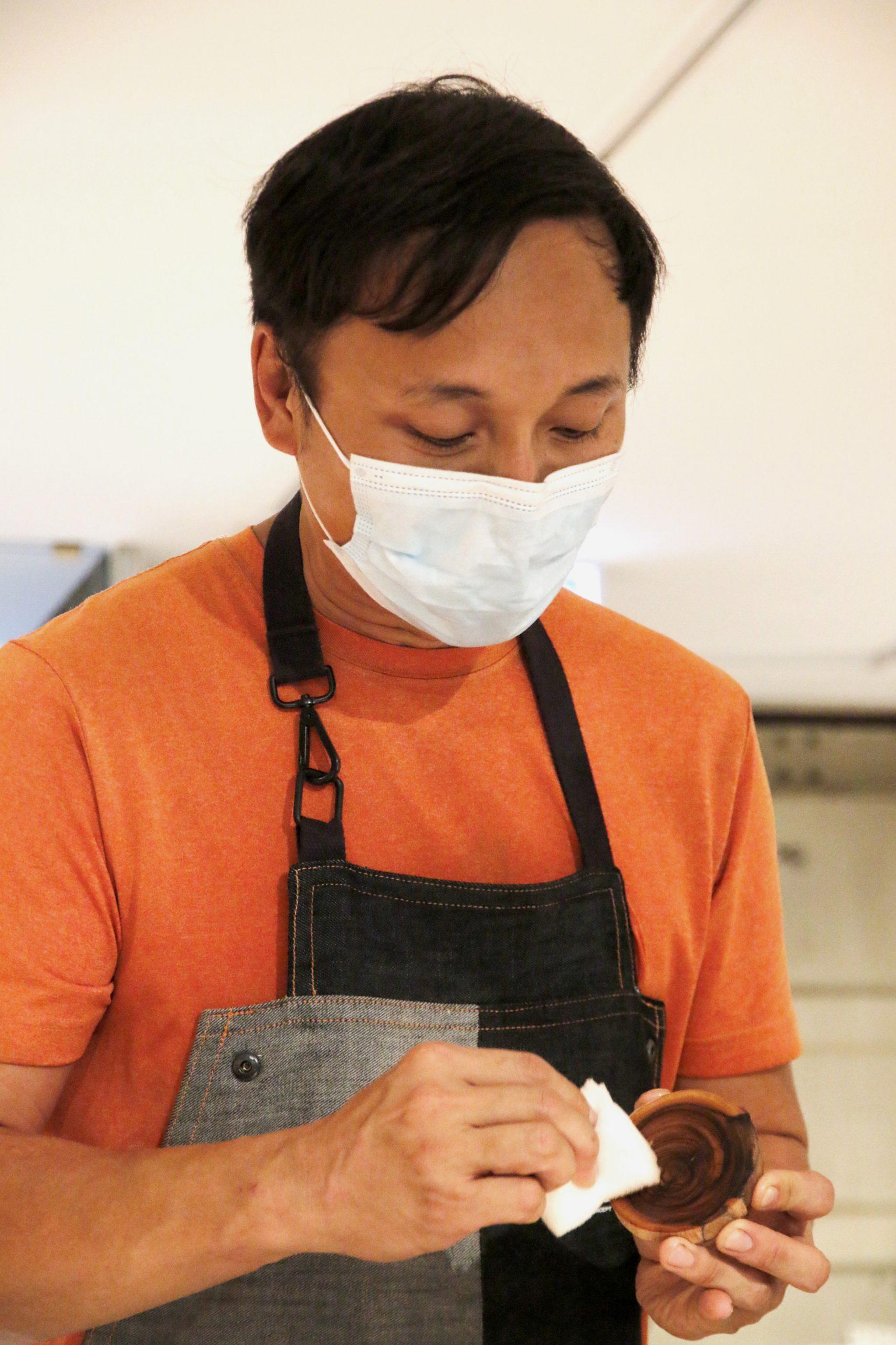香港木庫 回收榻樹 造傢具 光油 創辦人