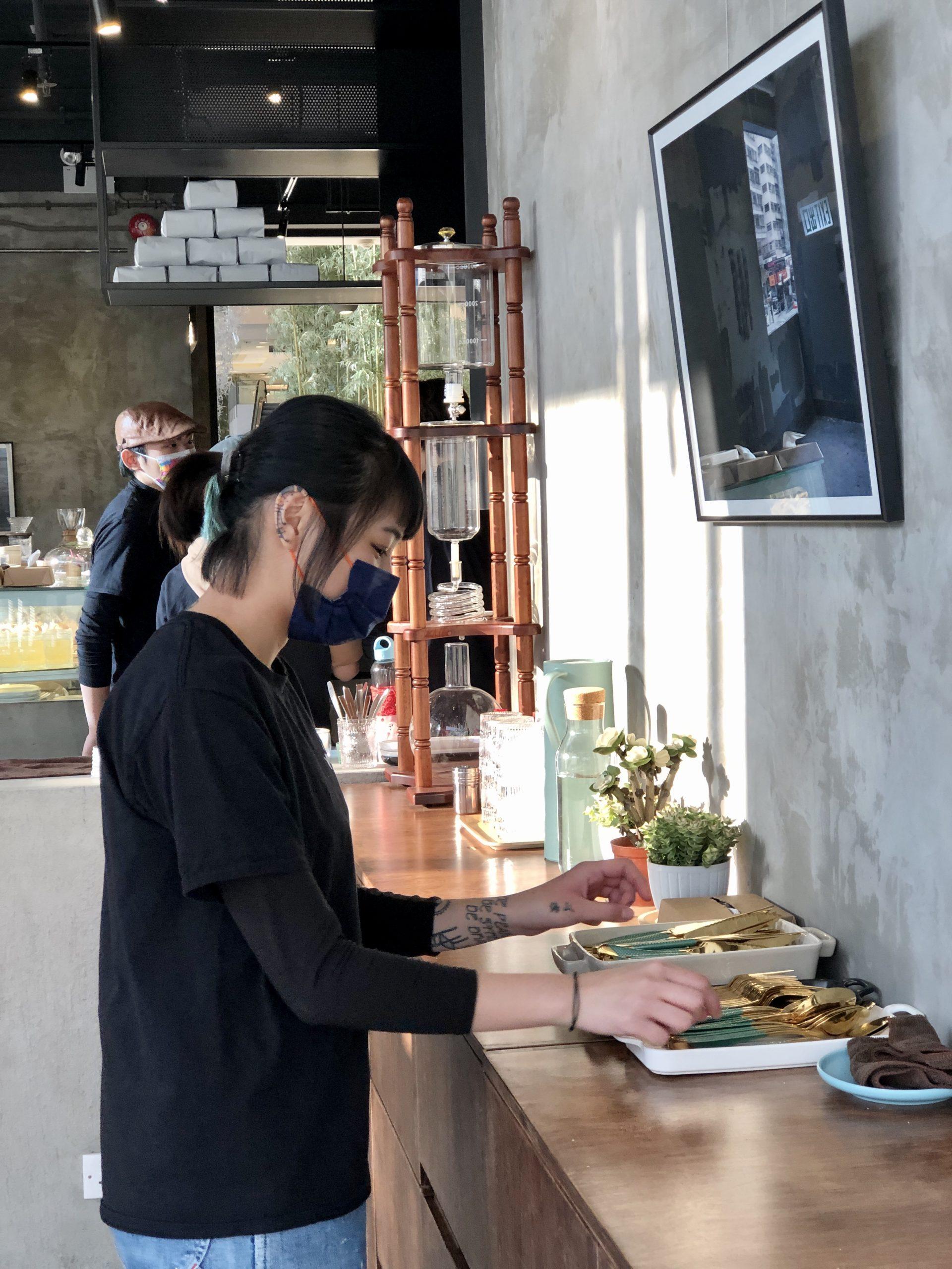 觀塘 Master Room Cafe 店員