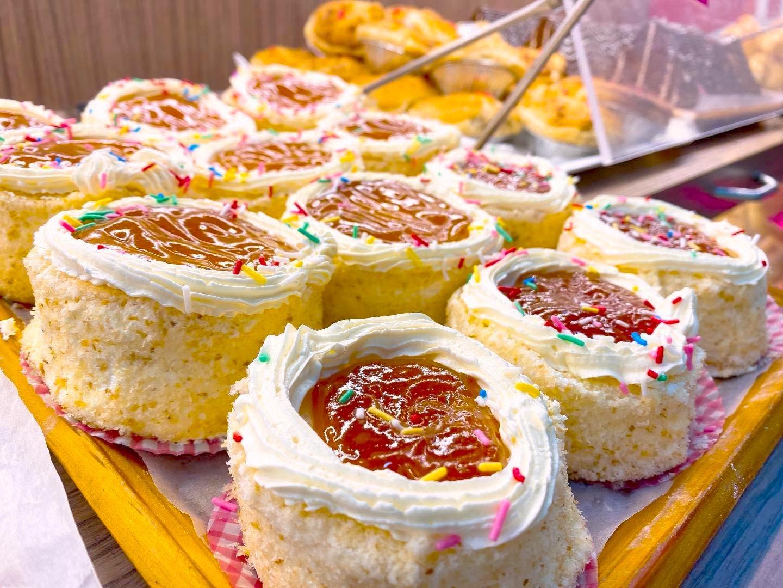 華爾登餅店, 果Jam Cake, 花餅, 花卷, 游泳池, 花籃蛋糕
