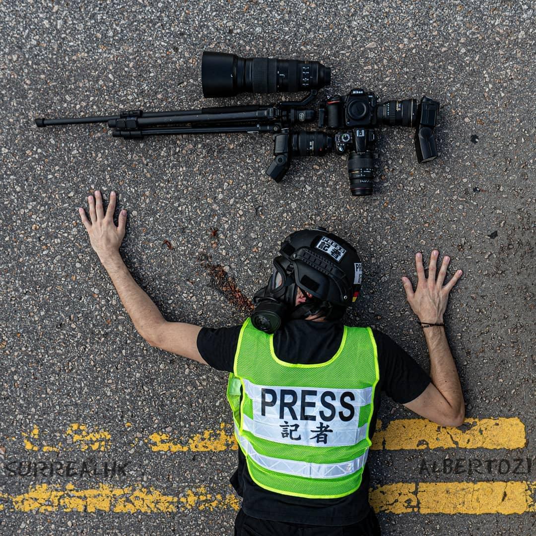 surrealhk Tommy Fung Photoshop 改圖 攝影 個展 記者 相機 鎗