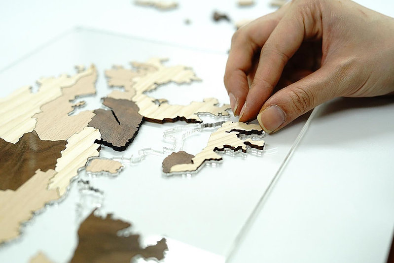 香港人 移民 移民禮物 SYNC Production 座台式木製香港地圖 香港地圖 拼圖 木製品 亞加力膠板