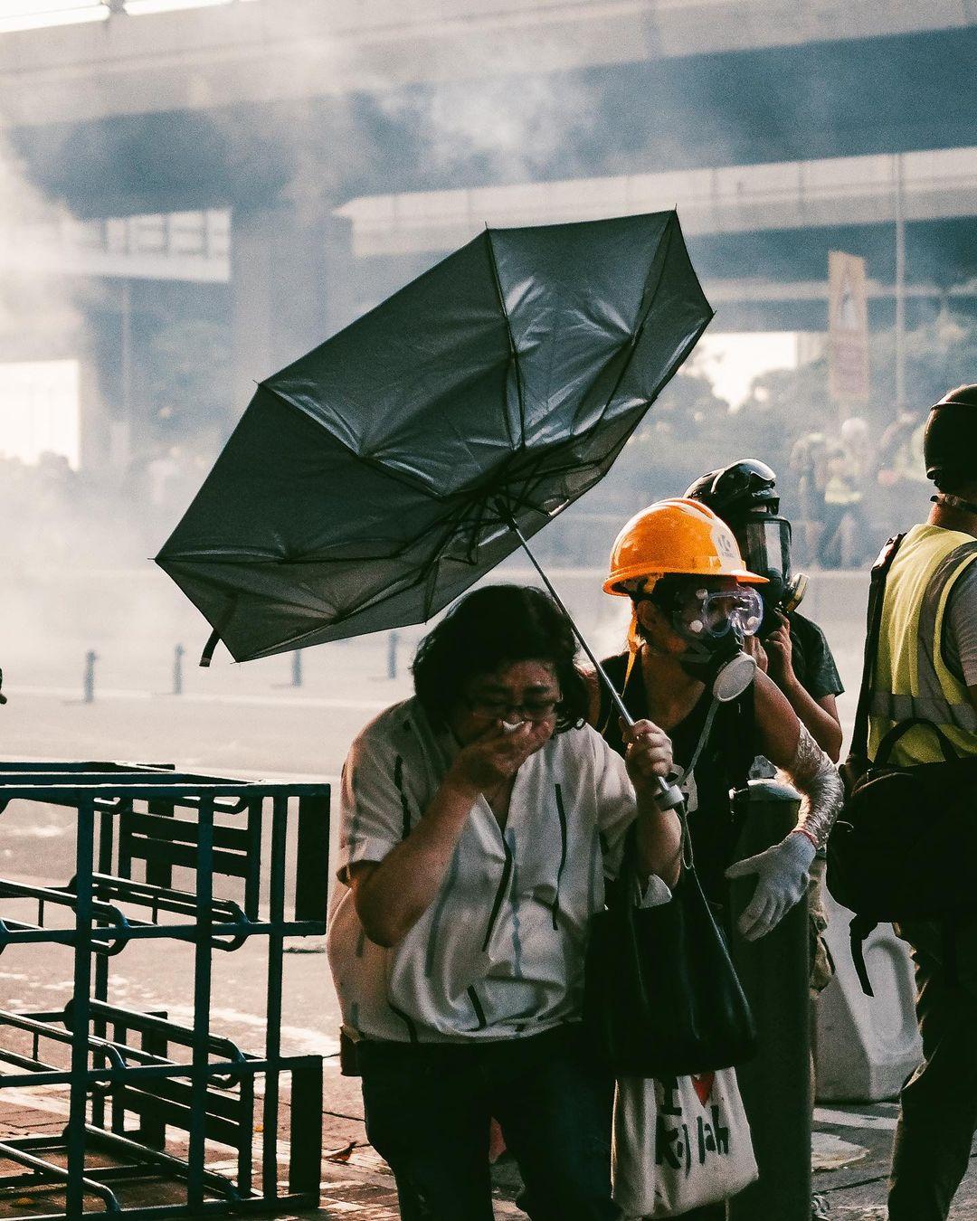 《幽暮之城》攝影集 Deacon Lui 反修例運動 攝影師 記者 市民 催涙煙 2019年
